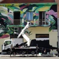 Milano: murales contro il degrado, nella palazzina confiscata