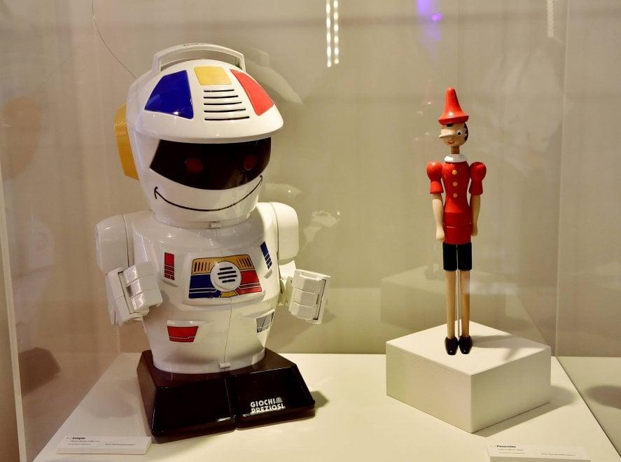 Il sogno dell'uomo di creare il suo doppio: in mostra a Milano bambole androidi e automi dal Seicento a oggi