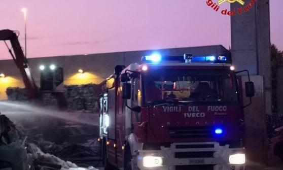Incendio in un impianto di smaltimento rifiuti nel Lodigiano