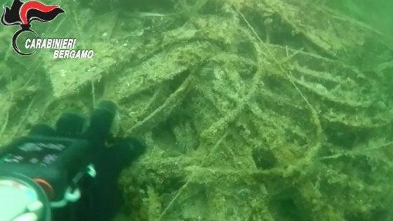 Nel lago di Iseo una montagna di rifiuti alta 40 metri: la scoperta dei carabinieri subacquei