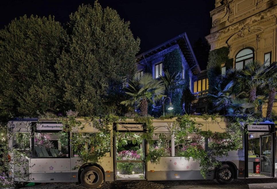L'autobus-giardino e gli arredi green in vendita: le atmosfere incantate di Orticolario