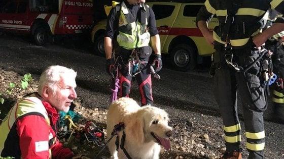 Scivola nel greto del torrente per recuperare il cane caduto: donna soccorsa e salvata sul Garda