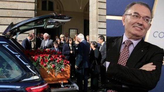 I funerali di Giorgio Squinzi in Duomo a Milano: politici, imprenditori e sportivi per l'ultimo saluto