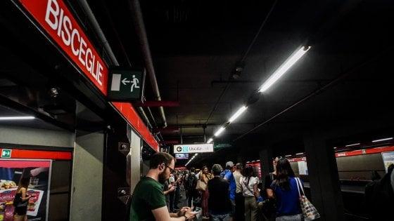 Milano, brusca frenata in metrò: quattro contusi a Bisceglie