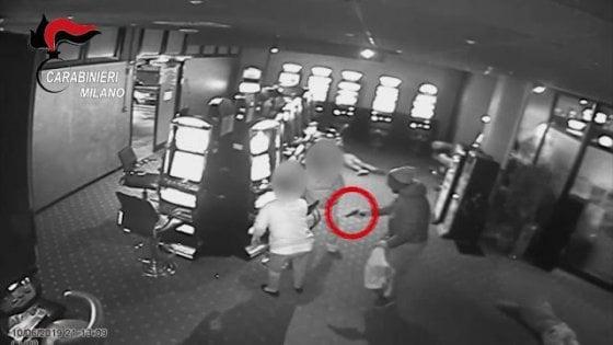 Rapina a mano armata in una sala slot, spari tra i clienti: quattro arresti nel Milanese