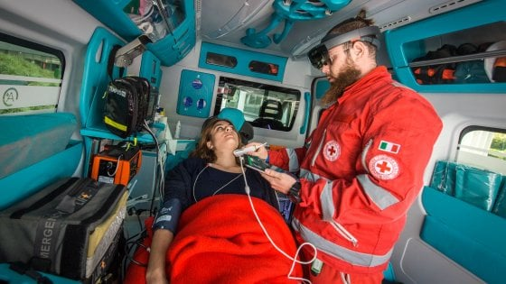 Interventi chirurgici a distanza e ambulanze connesse: a Milano si sperimenta la nuova medicina con il 5G
