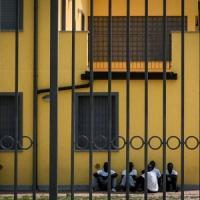 Milano: in corteo contro il centro rimpatri, solidarietà al popolo curdo