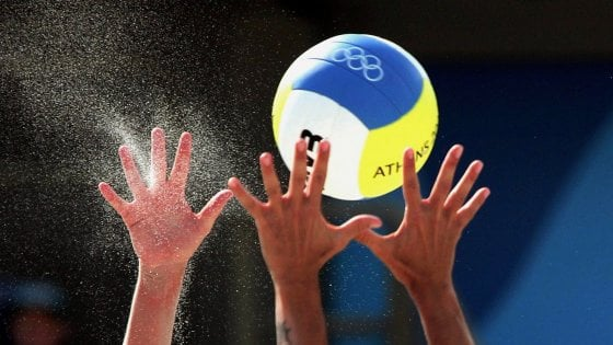 Varese: allenatore di volley accusato di molestie su dieci ragazzine