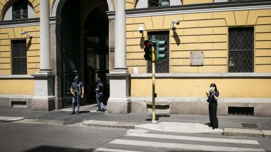 Milano: scappa dagli agenti e ingoia dosi di droga, tunisino muore in ospedale