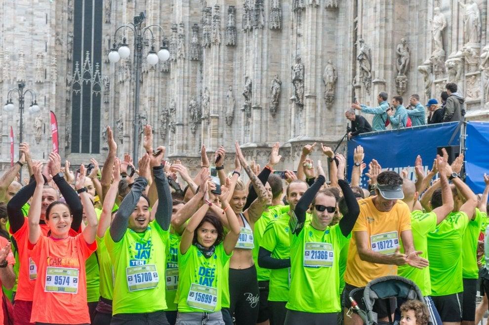 Milano: il fiume colorato della Deejay Ten, i volti di chi ha festeggiato… correndo
