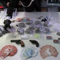 In casa un minimarket della droga: arrestata 60enne incensurata a Bollate