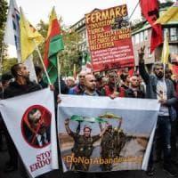 Milano a sostegno del popolo curdo, presidio sotto il consolato della Turchia: