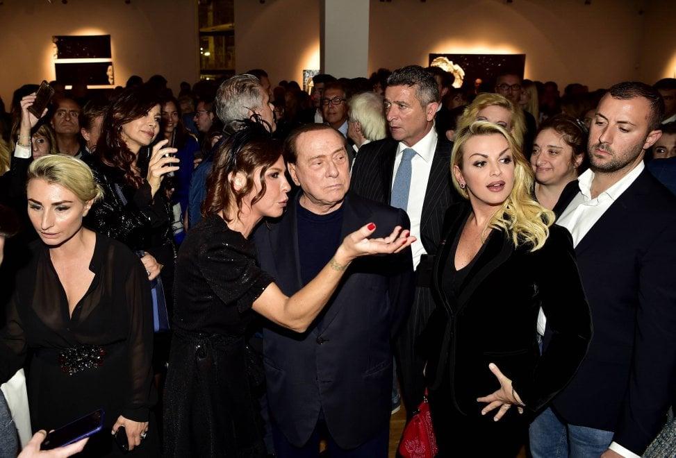 Silvio Berlusconi e Francesca Pascale alla mostra-debutto della nipote Luna