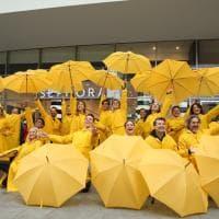 Cantando sotto la pioggia, a Milano il flash mob per annunciare il musical
