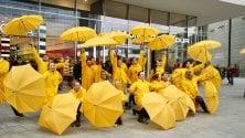Foto Cantando sotto la pioggia, il flash mob per annunciare il musical     · Video