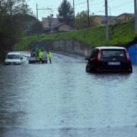 Sottopassi allagati e alberi caduti: danni e disagi per il maltempo a Milano