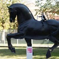 Milano, vandalizzato il cavallo dedicato a Leonardo esposto per la sagra di Baggio