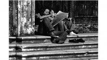 L'amore per la lettura nelle foto in bianco e nero di Paolo Vigevani