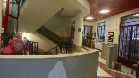 E' morto il bambino precipitato a scuola cadendo dalle scale: si indaga per omicidio colposo