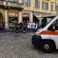 Crolla il controsoffitto della macelleria in centro a Milano: lievi feriti tra i clienti