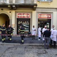 Milano, crolla il controsoffitto della storica macelleria Panzeri: feriti