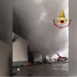 Incendio in un caseificio nel Bresciano: 30mila forme di grana in fumo, danni per 9 milioni di euro