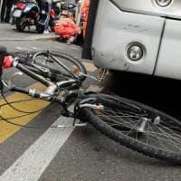 Ciclista investito sulla Rivoltana: sbalzato fuori strada, muore sul colpo
