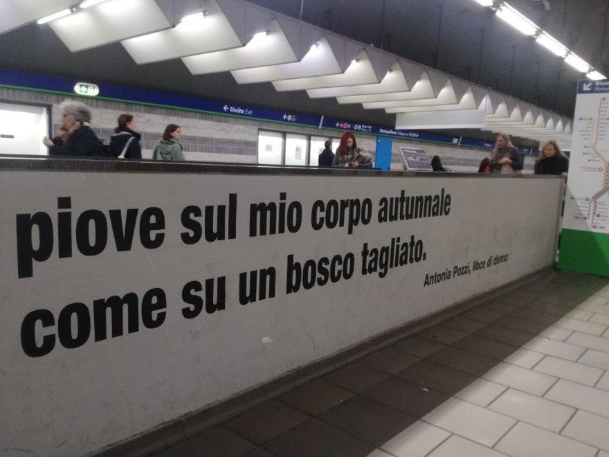 Milano, le poesie di Sereni e Pozzi sui muri del passante ferroviario di Porta Garibaldi