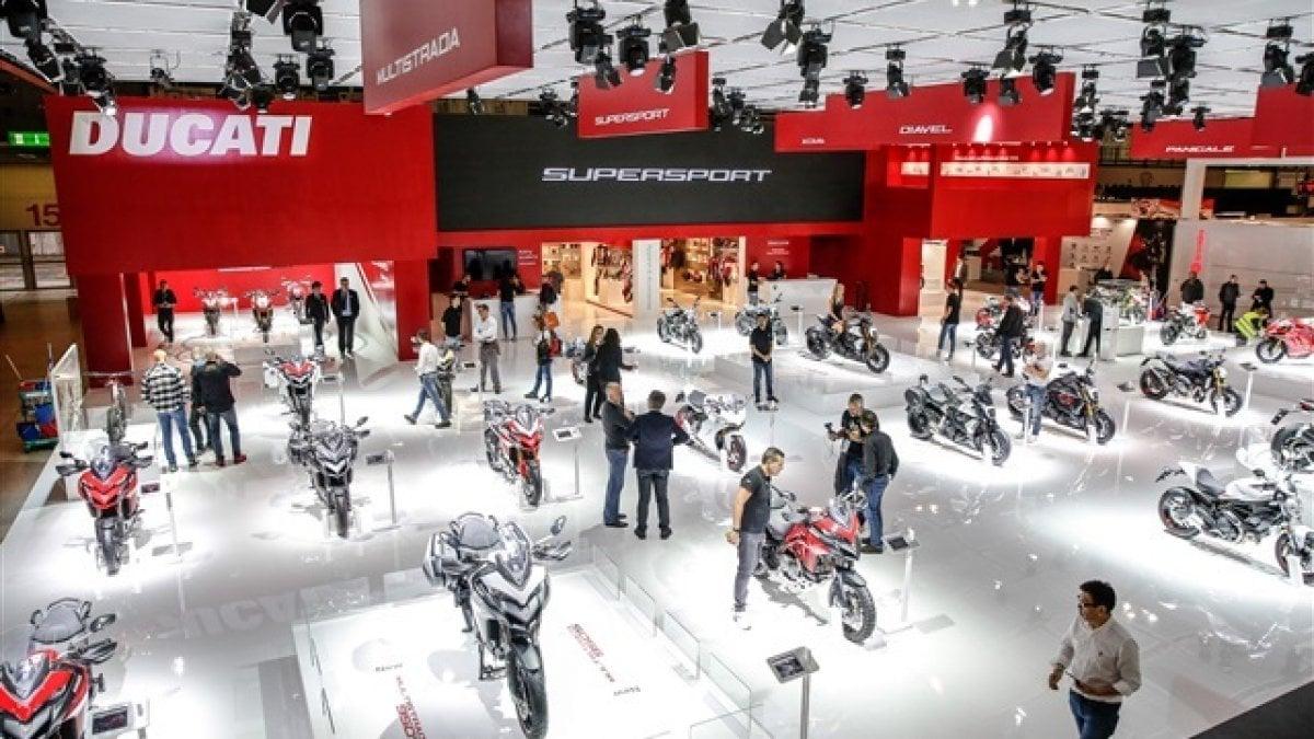 Eicma, a Milano l'esposizione dedicata alle due ruote: nuove moto, gare e happening alla Fiera di Rho - La Repubblica