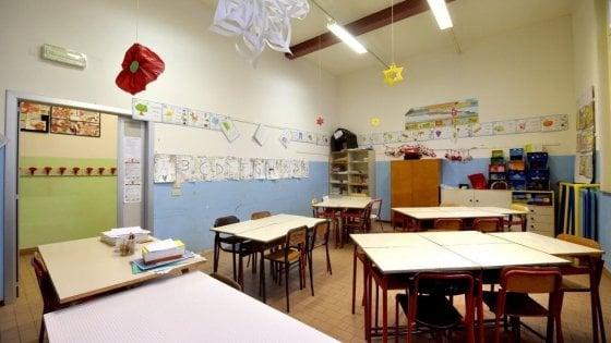 Bambino con problemi comportamentali a scuola, 13 famiglie ritirano i figli per un giorno