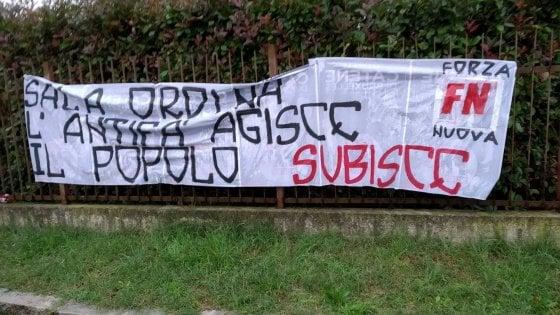 Milano, striscione di Forza Nuova contro Liliana Segre davanti al teatro che ospita la senatrice