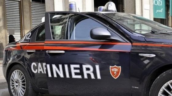 Varese, adescava minori su Facebook fingendosi una donna: arrestato 48enne