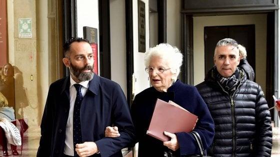 Scorta a Liliana Segre, a Milano si moltiplicano le iniziative di solidarietà. Salvini fa visita alla senatrice