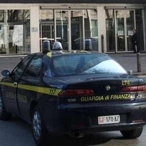 Bancarotta e frode fiscale, arrestati tre imprenditori e due professionisti