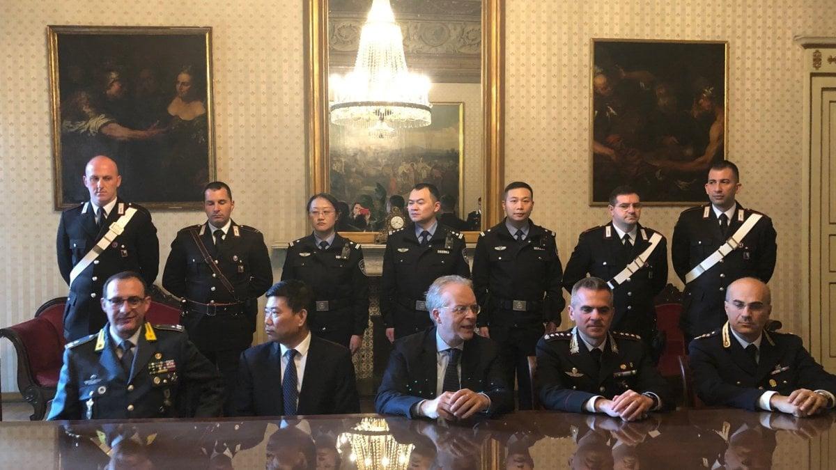 Milano, controlli in città con i poliziotti cinesi - La Repubblica