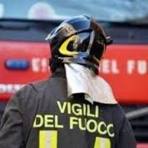 Sondrio, incendio in un deposito: intossicato il proprietario, sei capre morte tra le fiamme