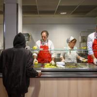 I volontari speciali della mensa dei poveri all'Opera San Francesco di Milano