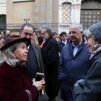 Il presidio per Liliana Segre davanti alla sinagoga di Milano, con Shammah, Veltroni, Boeri e Parietti