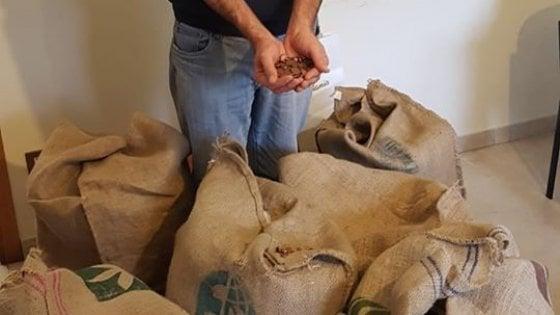 Lo Stato chiede indietro il 5x1000, il sindaco prepara sei sacchi di monete da un centesimo per 168 chili