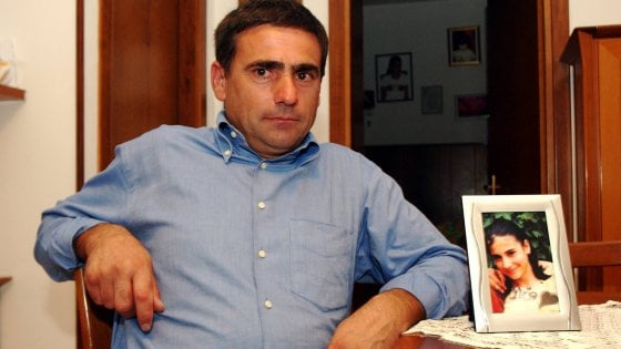 """Omicidio Desirèe Piovanelli, cartelli di insulti a Leno contro suo padre: """"Miserabile burattino"""""""