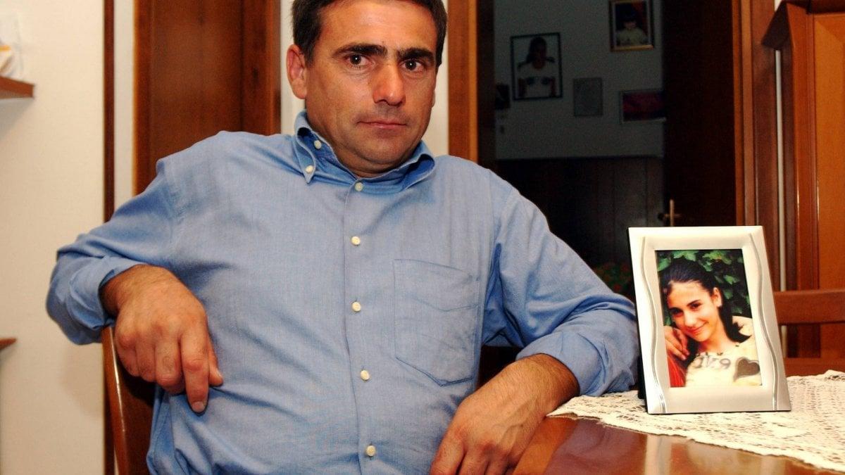 """Omicidio Desirèe Piovanelli, cartelli di insulti a Leno contro suo padre: """"Miserabile burattino"""" - La Repubblica"""