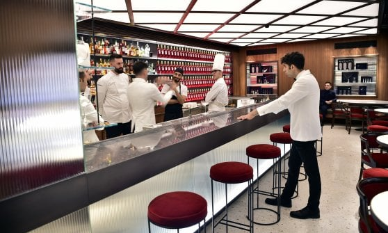 Milano, lo storico Camparino riapre con le idee di chef Oldani