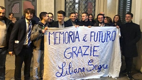 Cittadinanza onoraria a Segre a Varese, i neonazisti di Do.Ra. attaccano il vicequestore