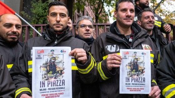 """Vigili del fuoco, dopo le morti di Alessandria presidio anche a Milano: """"Servono risposte, manca il 30% degli organici"""""""
