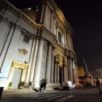 Raffiche di vento a 100 km all'ora, si stacca una lastra dal tetto del Duomo