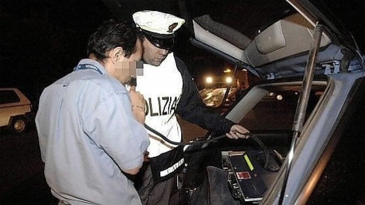 Milano, ubriaco al volante va contromano e aggredisce gli agenti: 25enne arrestato - La Repubblica