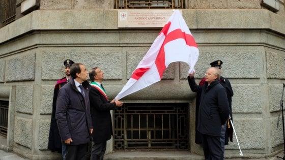 Targa in ricordo dell'agente morto negli scontri del '69, botta e risposta tra il sindaco Sala e Mario Capanna