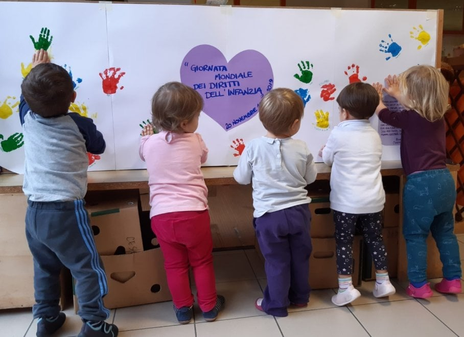 Giornata per i diritti dell'infanzia e dell'adolescenza, i disegni dei bambini di Milano