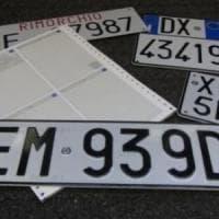 Busto Arsizio, ruba le targhe dalle auto di servizio dell'ospedale per sfrecciare in autostrada