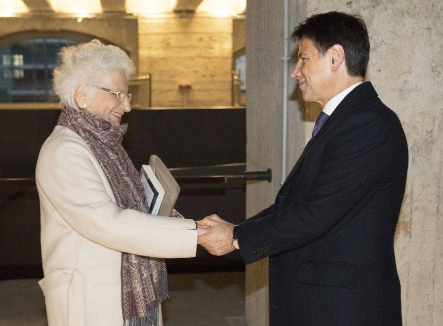 """Milano, Conte con Liliana Segre al Memoriale della Shoah. Il premier: """"Un'esperienza molto forte, terribile"""""""